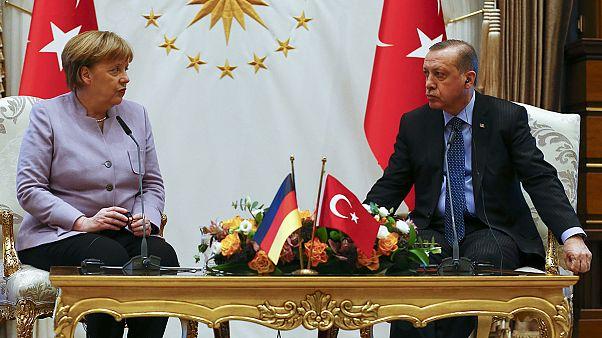 La liberté d'expression en Turquie au menu des discussions entre Merkel et Erdogan