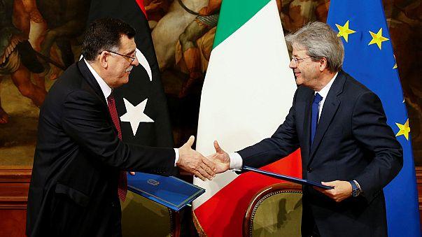 Italia y Libia alcanzan un acuerdo para atajar el flujo migratorio