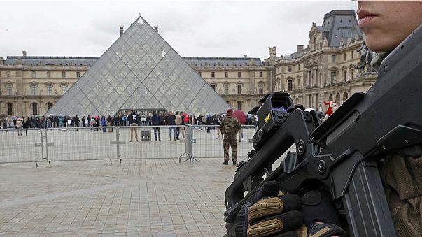 إطلاق النار على مسلح حاول طعن جنود فرنسيين