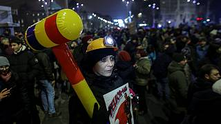 Romania : Government opposition mounts