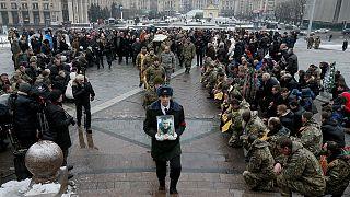 Ostukraine: Neue Kämpfe halten an, diplomatische Spannung wachsen