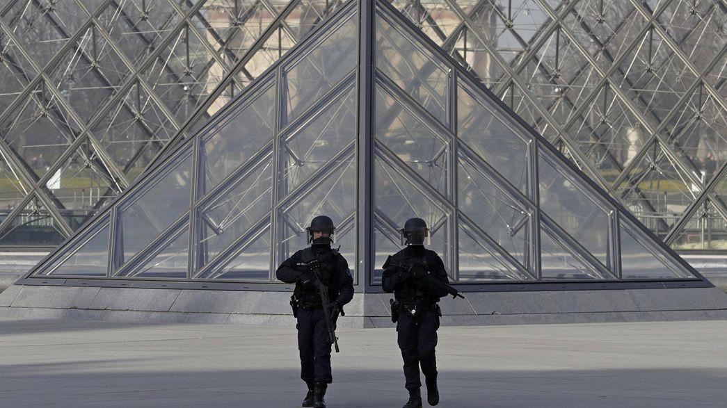 Attaque au Louvre : le suspect grièvement blessé serait égyptien
