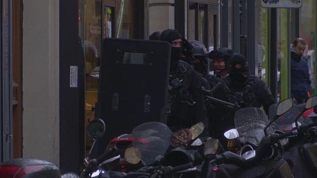مُنفِّذ اعتداء اللوفر في باريس مصري مقيم في الإمارات العربية المتحدة