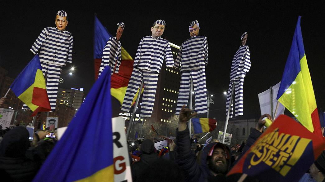Romania anti-corruption protests enter fourth day as political crisis deepens