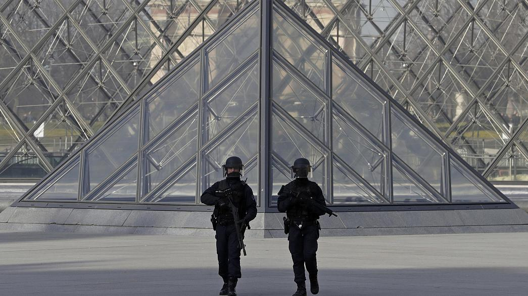 Long queues in Paris as tourists flock back to the Louvre