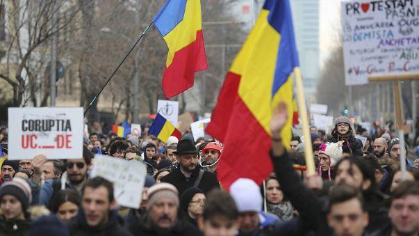 تظاهرات جديدة في رومانيا والسلطة تبدي استعدادًا لتقديم تنازلات