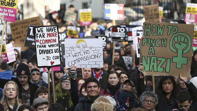 Tüntetések világszerte Trump rendelete és látogatása ellen