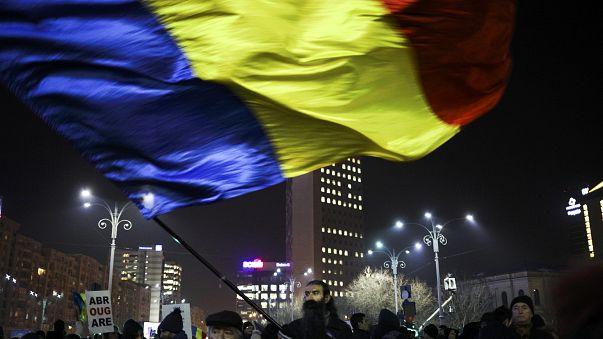 Romanya'da hükümet yolsuzluk affı kararnamesini geri çekiyor