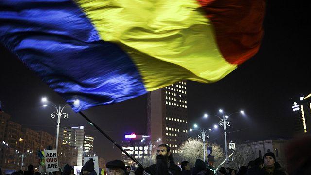 Governo romeno recua e vai revogar decreto sobre despenalização da corrupção