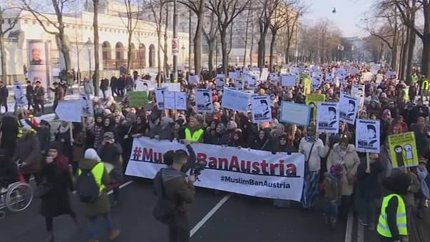 Manifestación en Viena contra la posible prohibición del velo musulmán