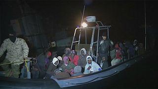 استمرار خفر السواحل الليبي باعتراض قوارب المهاجرين