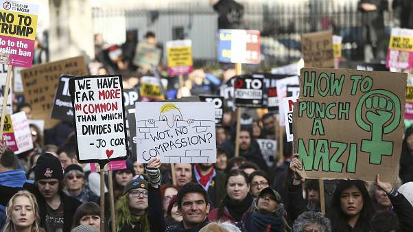 Οι Λονδρέζοι διαδηλώνουν κατά του διατάγματος Τραμπ