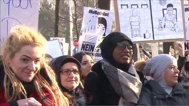 Διαδήλωση κατά της κατάργησης της μαντίλας