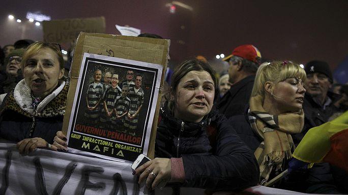 الحكومة الرومانية تبطل مرسوما يخفض عقوبة المتهمين بالفساد