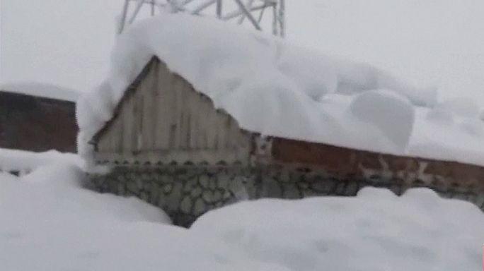 Forte queda de neve faz mais de 100 mortos no Afeganistão