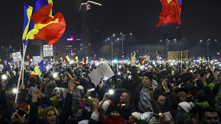 Nem tágítanak a tüntetők Romániában, a kormány lemondását követelik