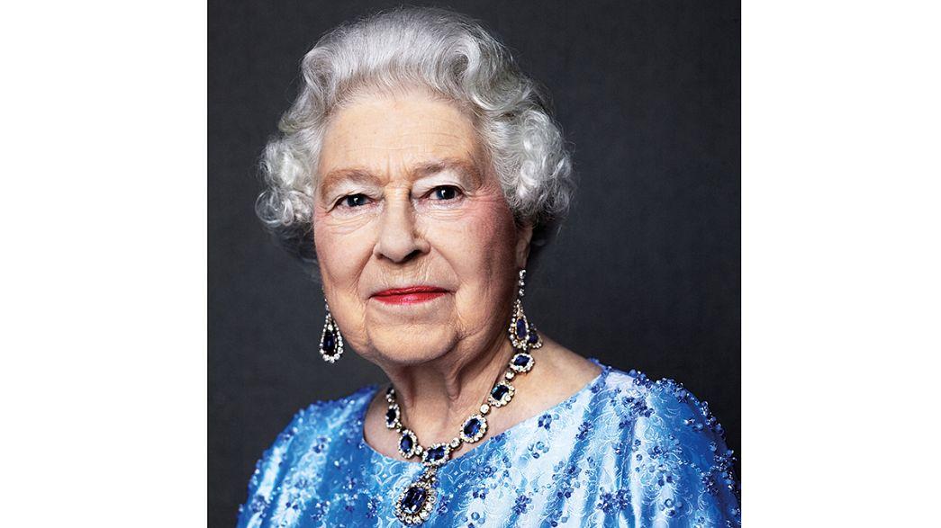 Елизавета II отмечает сапфировый юбилей