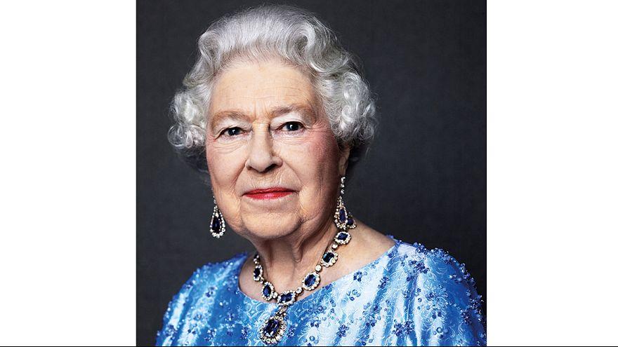 İngiltere Kraliçesi tahtta 65. yılını doldurdu