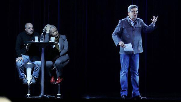 El candidato de la extrema izquierda francesa da un mitin con un holograma