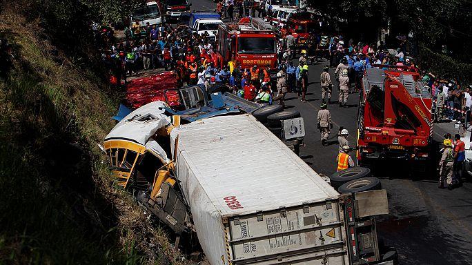 Honduras: Acidente com autocarro provoca mais de 20 mortos