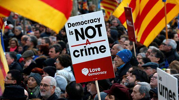 Katalonya'da bağımsızlık davası: Yeni lider Puigdemont selefi Artur Mas'ın izinde