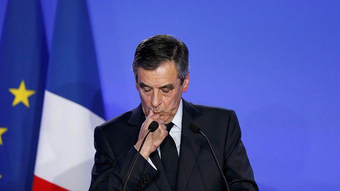 Francia: Fillon si difende e contrattacca