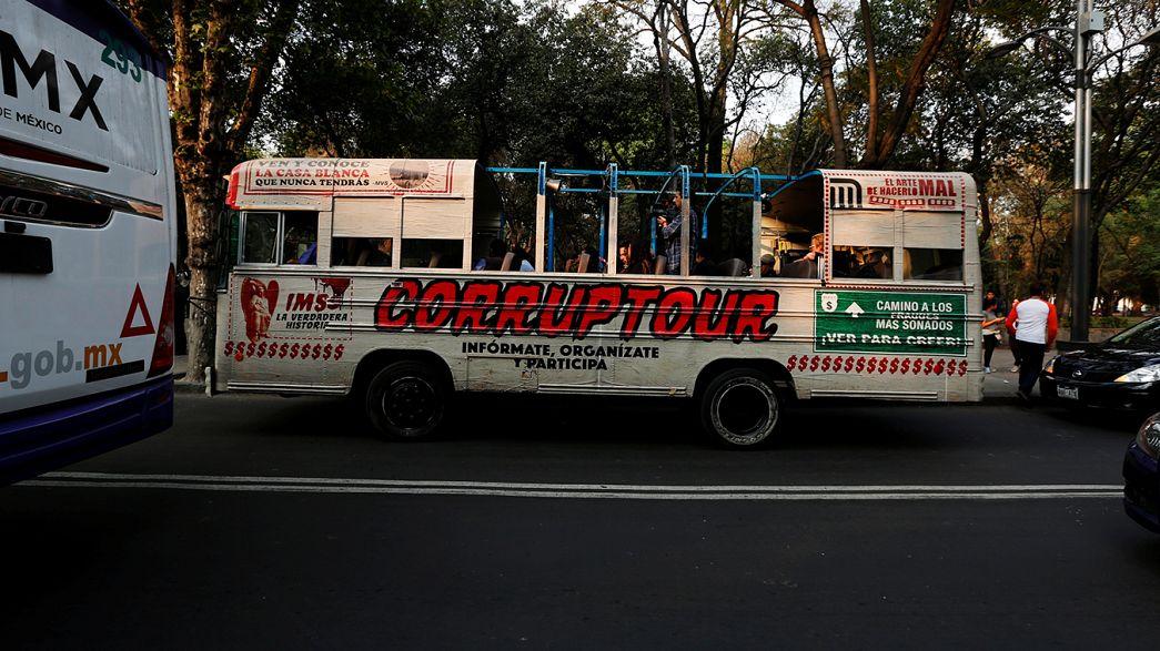 """Mexico's bus tour of """"corrupt hot-spots"""""""