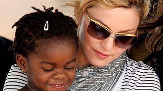 Malaui autoriza Madonna a adotar mais duas crianças do país