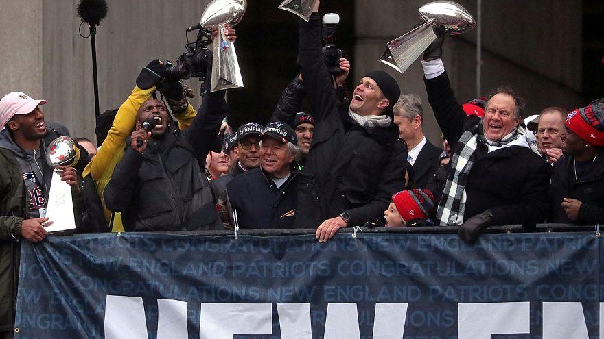 نيو إنجلاند باتريوتس يحتفل باللقب الخامس وسط المشجعين