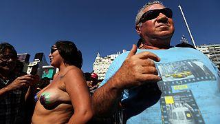 Argentine : elles manifestent topless pour le droit d'être seins nus