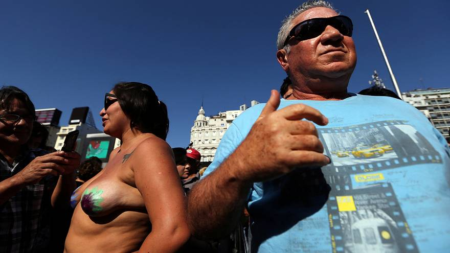 Argentina : topless protest