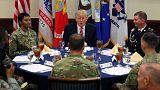 Trump askerlerle bir araya geldi