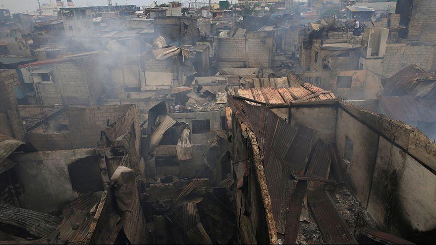 آتش سوزی وسیع در فیلیپین ۱۵ هزار مانیلی را بیخانمان کرد