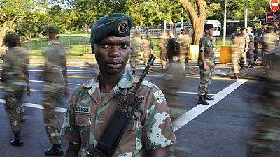 Bagarre générale au Parlement avant un discours du président Jacob Zuma