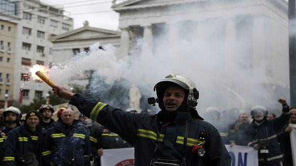 Ελλάδα: Εισέβαλαν στο υπουργείο Διοικητικής Μεταρρύθμισης οι πυροσβέστες (vid)