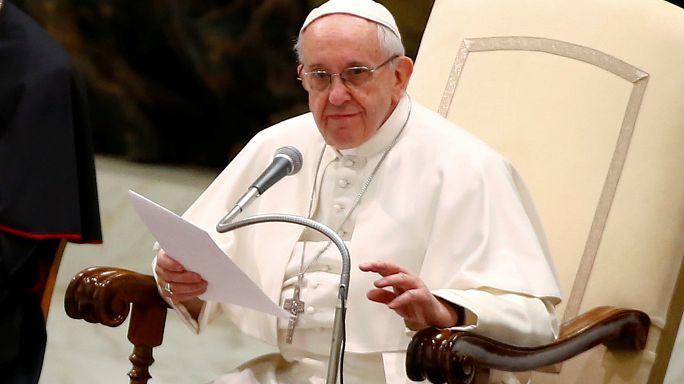 Папа римский призвал остановить торговлю детьми и защитить рохинджа