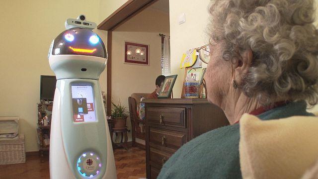Робот-компаньйон для літніх людей