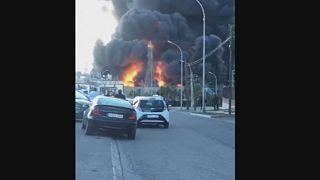 Испания: из-за пожара на химзаводе пострадал по меньшей мере один человек