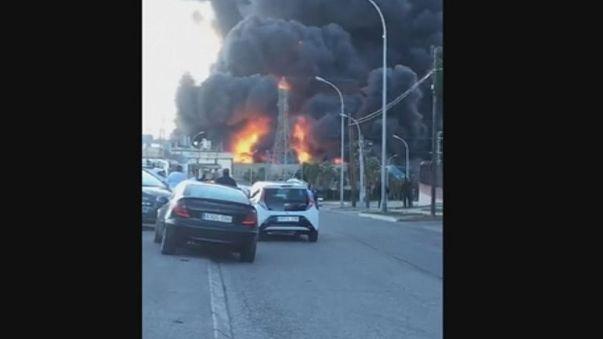 Espanha: Incêndio em fábrica de químíca origina chamas gigantes