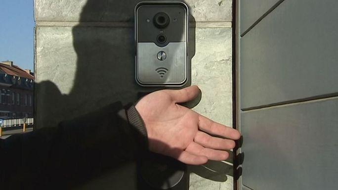 Beültetett mikrochip beléptető kártya helyett Belgiumban