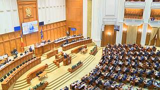 Romanya Anayasa Mahkemesi, tartışmalı kararnamede kenara çekildi