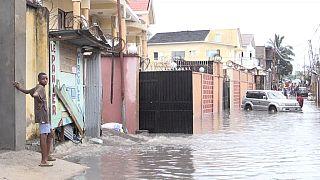 Au moins deux morts dans des inondations à Kinshasa [no comment]