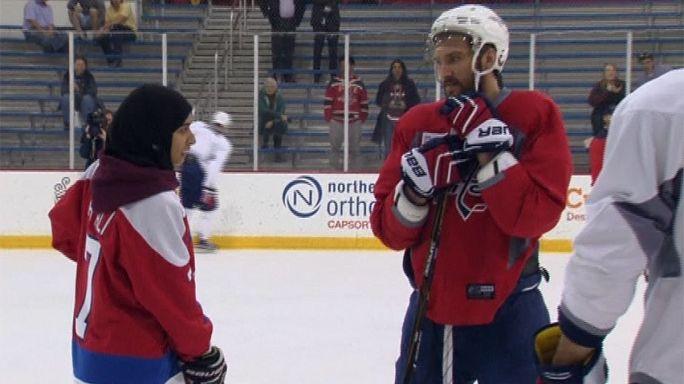 Rêve américain : une hockeyeuse émiratie sur la glace avec son idole