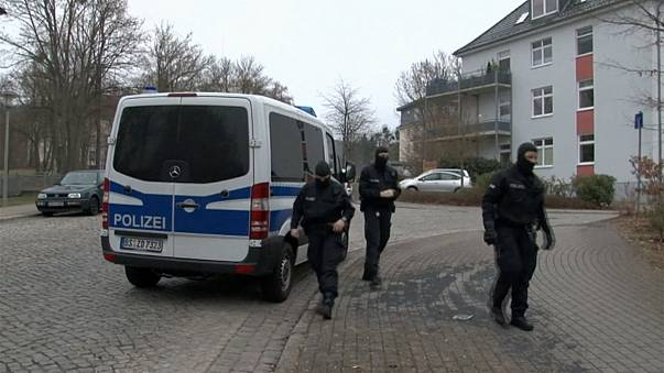 Almanya'da terör saldırısı hazırlığında olduğu sanılan iki kişi yakalandı