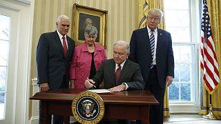 ABD Adalet Bakanı Jeff Sessions yemin ederek görevine resmen başladı