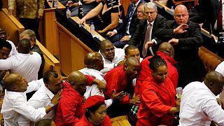 Verekedésbe torkollott az évértékelő a dél-afrikai parlamentben