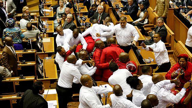 Violentes altercations au Parlement sud-africain