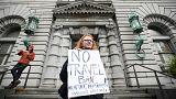 Juizes travam decreto de Trump que proíbe entradas nos Estados Unidos