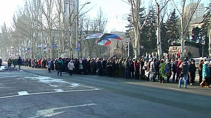 Ukraine: Well-wishers pay tribute to slain rebel leader Givi
