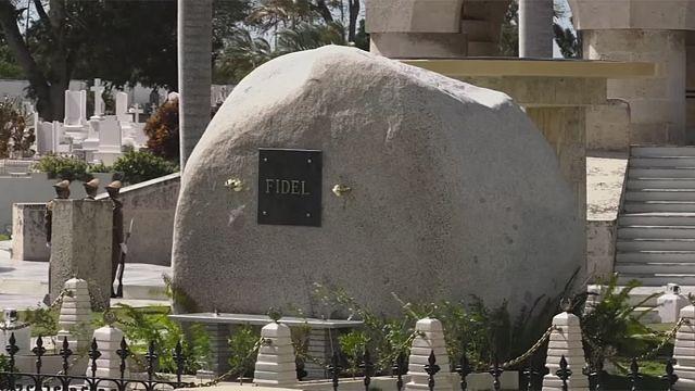Castro'nun mütevazi mezarına ziyaretçi akını